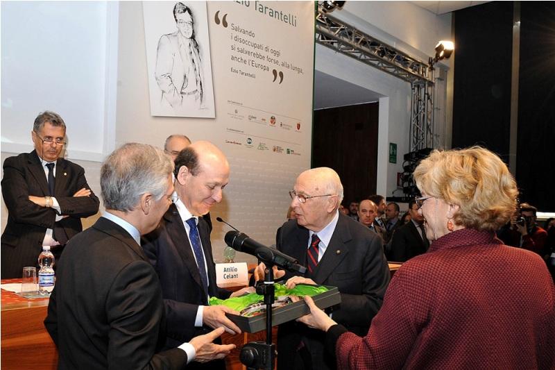 Lo Bello riceve il Premio Tarantelli dalle mani di Giorgio Napolitano