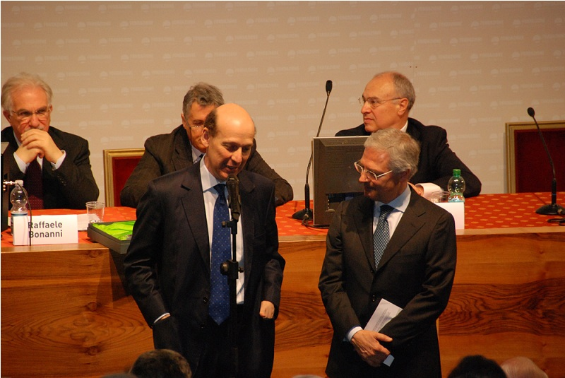 Lo Bello (a sinistra)  ringrazia Costi del Premio