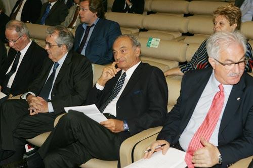 Da destra: Raffaele Bonanni, Segretario generale della Cisl; Antonio Marzano, Presidente del Cnel; Fabrizio Saccomanni, Direttore Generale della Banca d'Italia; Luigi Biggeri, Presidente dell'Istat