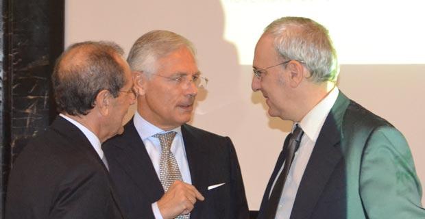 Da sinistra : Francesco Schittulli, presidente della LILT, Bruno Costi e Giampiero Barrasso, Magistrato di Cassazione