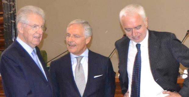 Bruno Costi ( al centro) tra Mario Monti (a sinistra) e Guliano Zoppis (a destra)