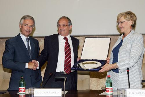 Pier Francesco Guarguaglini riceve il Premio Tarantelli 2005