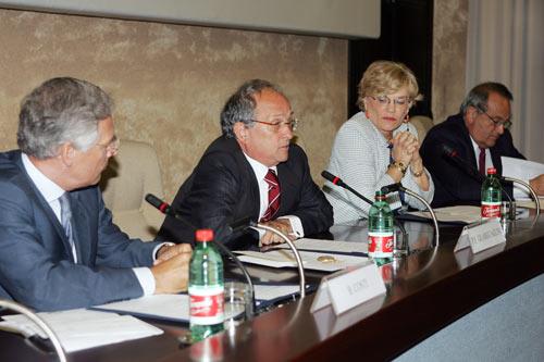Da destra: Luigi Abete, Carol Tarantelli, Pier Francesco Guarguaglini, Bruno Costi