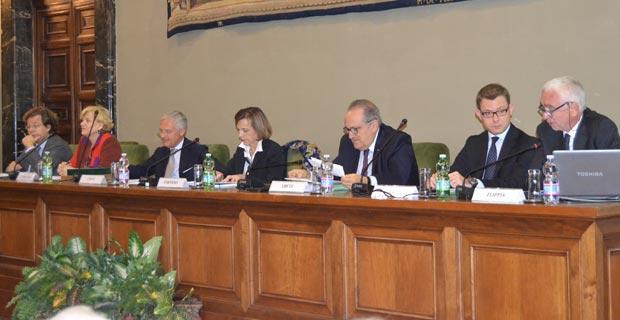 Da sinistra: Luca Tarantelli, Carole Tarantelli, Bruno Costi, Elsa Fornero, Luigi Abete, Fabrizio Goria, Giuliano Zoppis